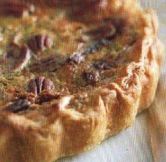 Hartige Taart Met Brie, Gedroogde Tomaten En Pecannoten.