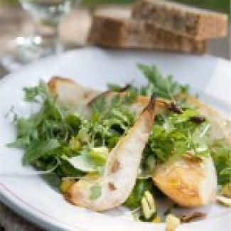 Heerlijke Salade Met Geroosterde Peer Met Pistachenootjes