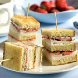 Clubsandwich Met Limoenricotta En Aardbeien