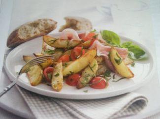 Salade Met Geroosterde Aardappelen, Kerstomaatjes En Rauwe Ham