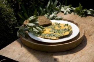Omelet Met Toppen Van Tuinbonen