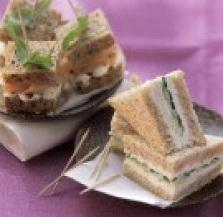Sandwiches Met Komkommer Rucola En Mierikswortel