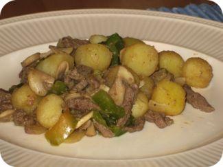 Aardappeltjes Met Hete Paprikasaus