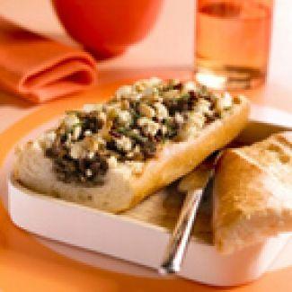 Gevuld Stokbrood Met Gehakt, Feta En Pijnboompitjes