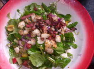 Salade Met Veldsla, Olijven En Zelfgemaakt Croutons