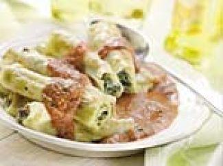 Gevulde Cannelloni Met Ricottakaas, Spinazie,  Pijnboompitten En Tomatensaus