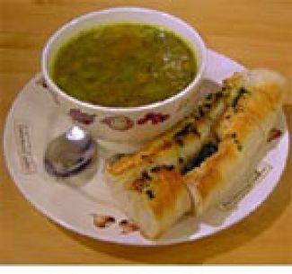 Groentesoep Met Pesto En Kruidenstokbrood
