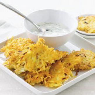 Aardappelkoekjes Met Yoghurtsaus