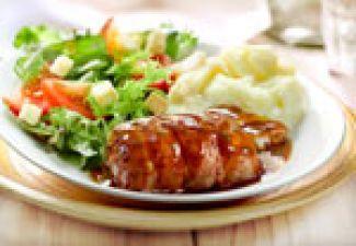 Slavinken Met Salade En Aardappelpuree