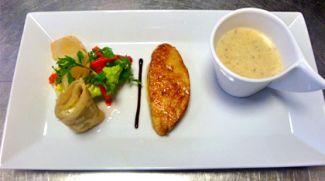 Briekdeegrolletjes, Knolserderijsoep En Salade Van Gegrilde Paprika