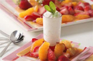 Witte Chocolademousse Met Aardbeien En Sinaasappelsaus